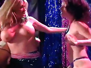 Hot Dame On Dame Catfight In Disrobe Club